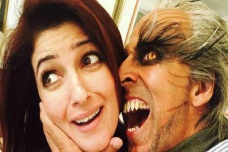 अक्षय कुमार ने आपल्या पत्नीला दिल्या लग्नाच्या वाढदिवसाच्या 'भयानक' शुभेच्छा