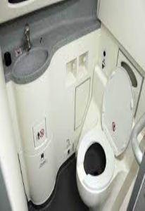क्या आप जानते हैं, हवाई जाहाज में टॉयलेट की गंदगी कहाँ जाती है ?