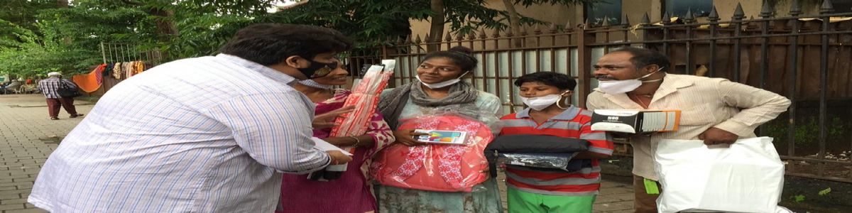 17-Yr-Old Girl Living and Studying on Footpath Gets a Home